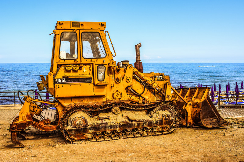 canva-yellow-truck-near-body-of-water-MADGxweZFZk